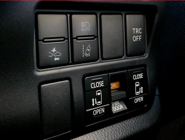 JC_Website_Car list_Toyota Noah 1.8X Hybrid-08